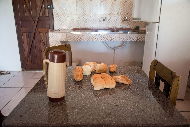 Cozinha do sítio onde Adriano Nóbrega foi morto.