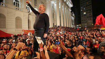 Lula, durante um ato em Curitiba em 28 de março.