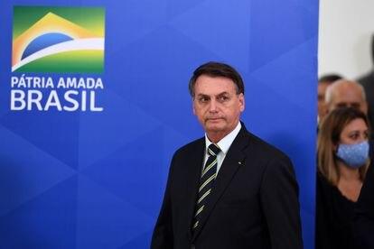 Bolsonaro chega ao local de pronunciamento.