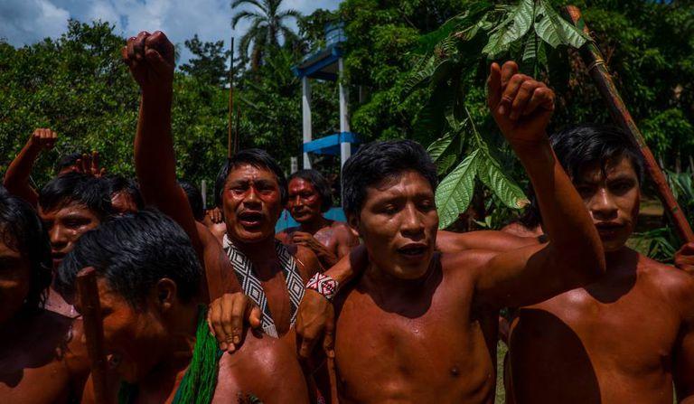 Indígenas Wajãpi protestam contra Temer.