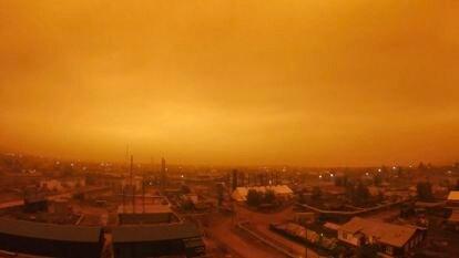Fumaça gerada por incêndios florestais na cidade de Kysyl-Syr, em Yakutia, Sibéria, no início de agosto.