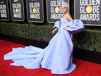 Lady Gaga ao chegar à 76ª edição do Globo de Ouro.