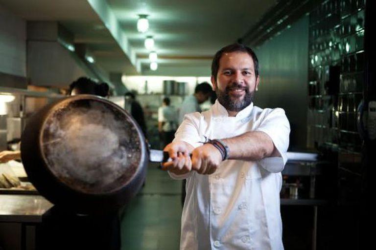 O chef Enrique Olvera no seu restaurante Pujol da Cidade do México, em 2013. / Saúl Ruiz
