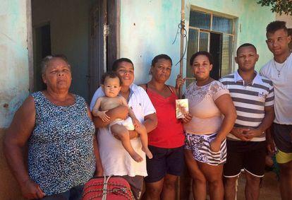 Família Silva se apoia na resistência da matriarca Aneis (à esq.) para superar morte de Ruan.