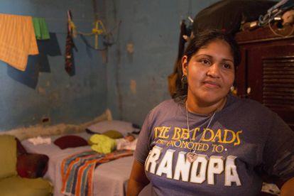 Maribel Cantarero em sua casa nos arredores de San Pedro Sula.
