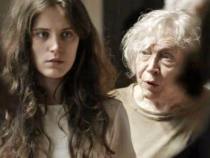 As atrizes Bianca Bin e Nathalia Timberg em cena da novela 'O outro lado do Paraíso'