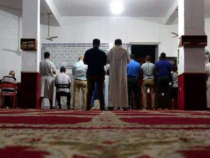 Oração em mesquita