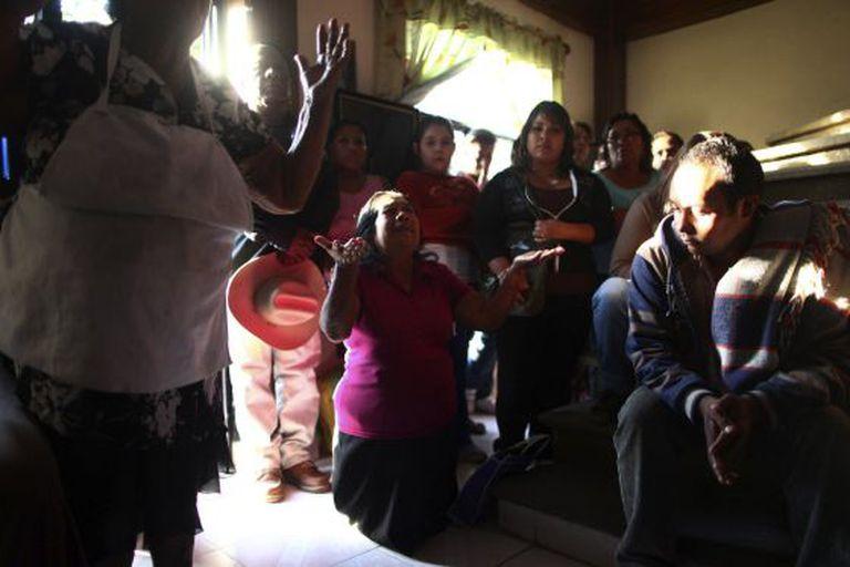 Familiares de Edgar Tamayo rezam em Miacatlán, Morelos