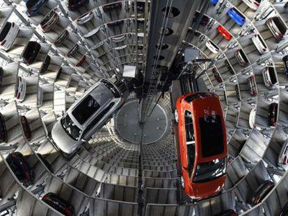 Veículos da Volkswagen em Wolfsburgo, sede do grupo automobilístico. / TOBIAS SCHWARZ (AFP)