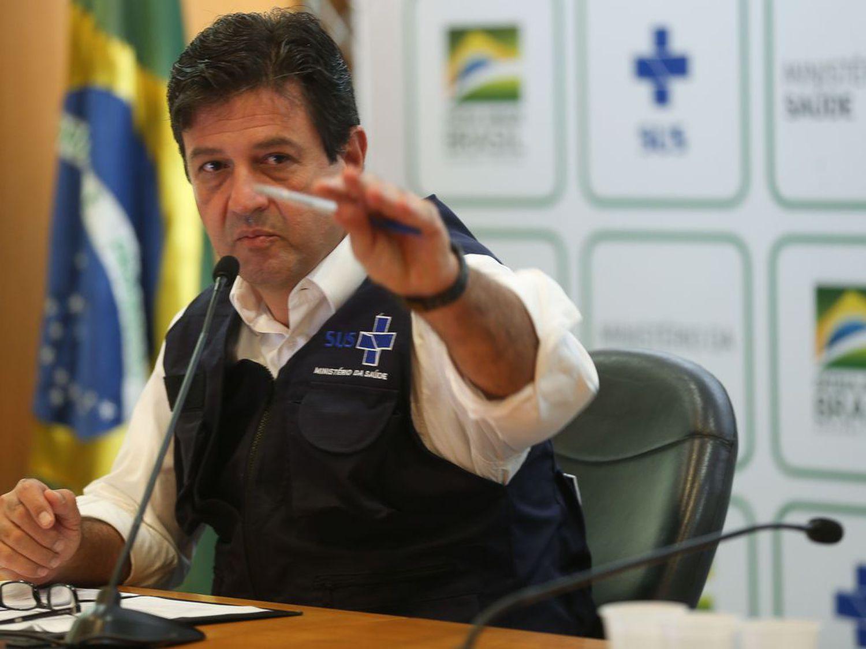 O ministro da Saúde, Luiz Henrique Mandetta, atualiza dados sobre o coronavírus em coletiva de imprensa neste sábado, 28 de março.