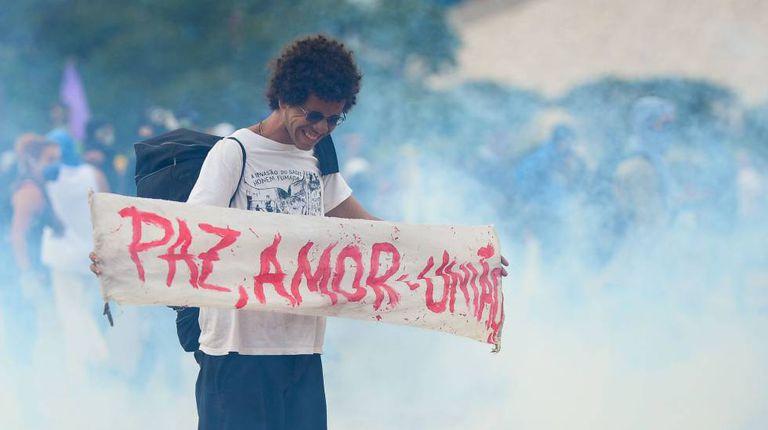 Manifestante durante protesto contra a PEC do Teto, no dia 13.