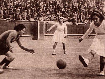 Fotografia publicada pelo jornal 'Crónica' sobre o jogo entre o Valencia CF e o España CF, disputado em Barcelona em 1931.