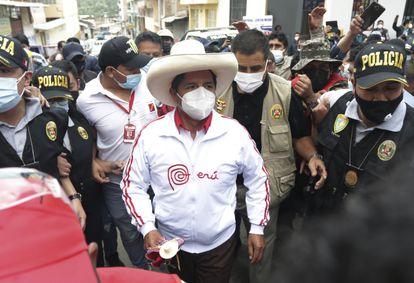 O professor Pedro Castillo, em sua chegada a Chota.