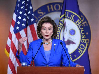 Nancy Pelosi durante a entrevista coletiva desta terça-feira no Capitólio.