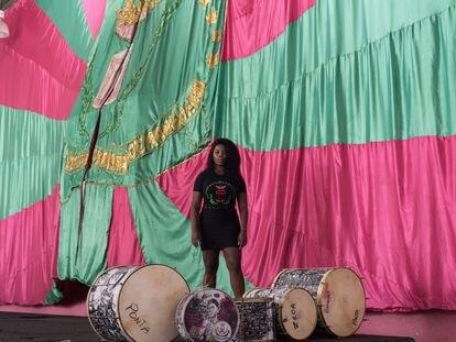 Squel Jorgea, porta-bandeira da Mangueira, na sede da agremiação no Rio.