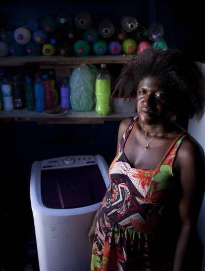 A renda de Vanessa Dias, de 31 anos, vem da venda de desinfetante.