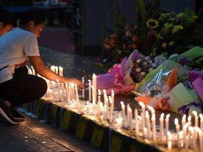 Homenagem às vítimas do ataque no complexo de lazer em Manila.