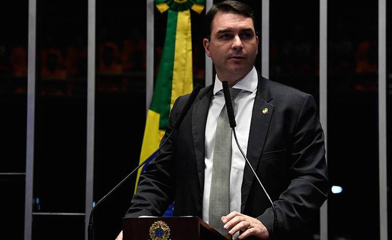 Senador Flávio Bolsonaro.