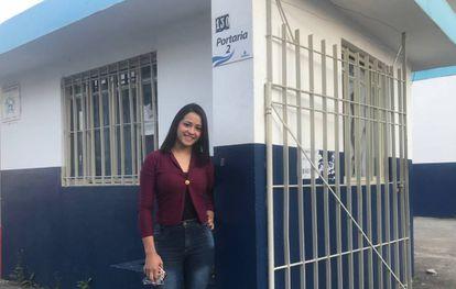 Rhillary Barbosa de Souza, 15 anos, em frente ao ginásio de Suzano.
