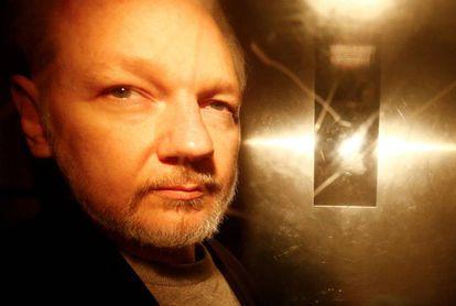 Julian Assange em 1º maio em Londres.