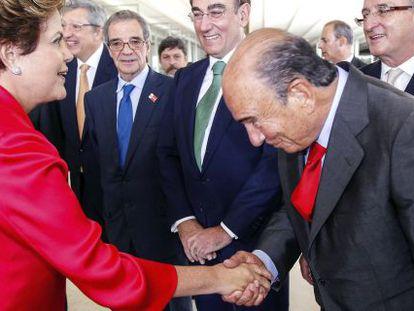 A presidenta Dilma Rousseff cumprimenta Emilio Botín.