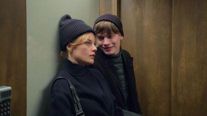Ida Engvoll e Björn Mosten, em 'Amor e anarquia'.