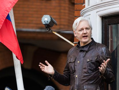 Julian Assange, na Embaixada do Equador em Londres, em maio de 2017.