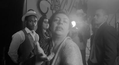 Cena em que Volusia Gama encarna Norma Desmond, de 'Crepúsculo dos deuses' no documentário 'Cine Marrocos'.