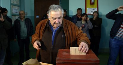 O presidente Mujica vota nas eleições primárias, no último domingo.