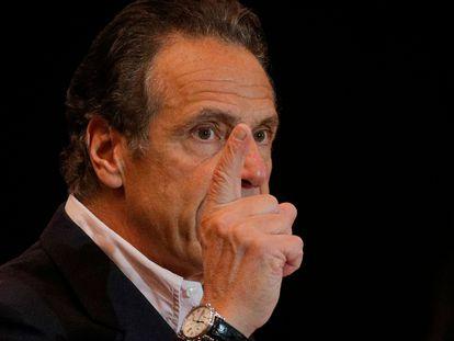 O governador de Nova York, Andrew Cuomo, em uma entrevista coletiva no Queens.
