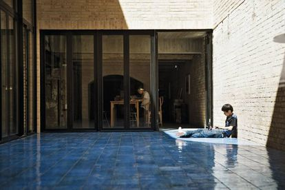 Vários espaços e obras no ateliê de Ai Weiwei.