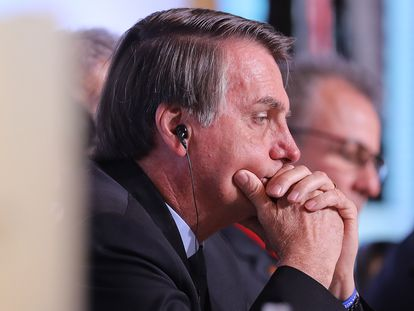 O presidente Jair Bolsonaro ouve discurso em Nova Delhi, na Índia.