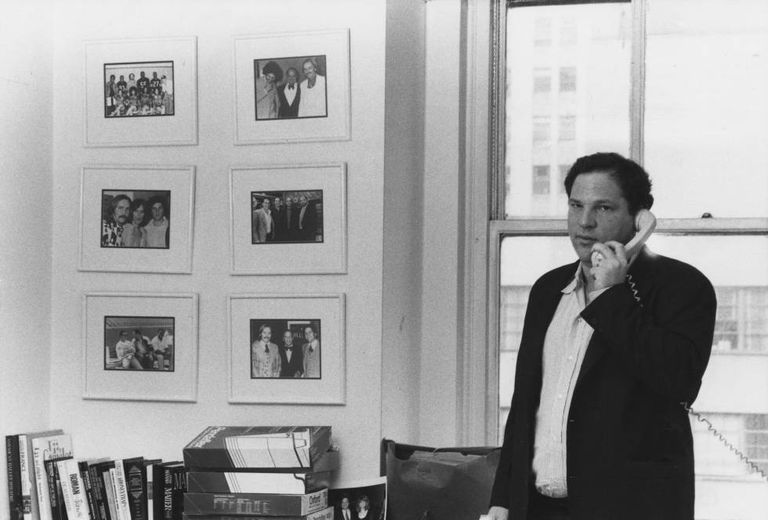 Harvey Weinstein em seu escritório na Miramax, em Nova York, em abril de 1989.