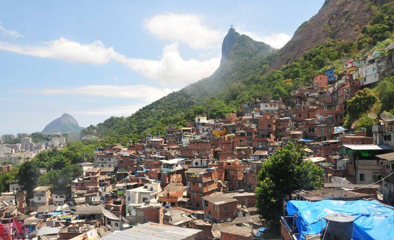 Vista da favela Santa Marta, onde foi instalada a primeira UPP, no Rio.