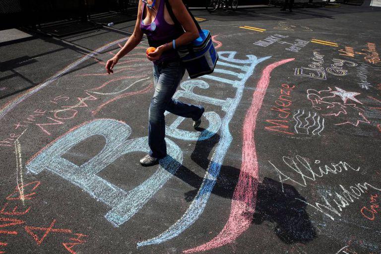 Chão pintado com mensagem de apoio a Sanders, na Filadélfia.