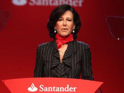 Ana Patricia Botín na assembleia geral extraordinária de acionistas realizada após a morte do seu pai, Emilio Botín, em setembro.