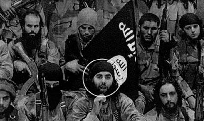 Acima, à direita, o espanhol Nordin Abderrayat, na brigada síria.