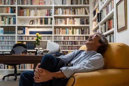 Gonzalo García Barcha, filho de Gabriel García Márquez, na biblioteca de seu pai na Cidade do México.