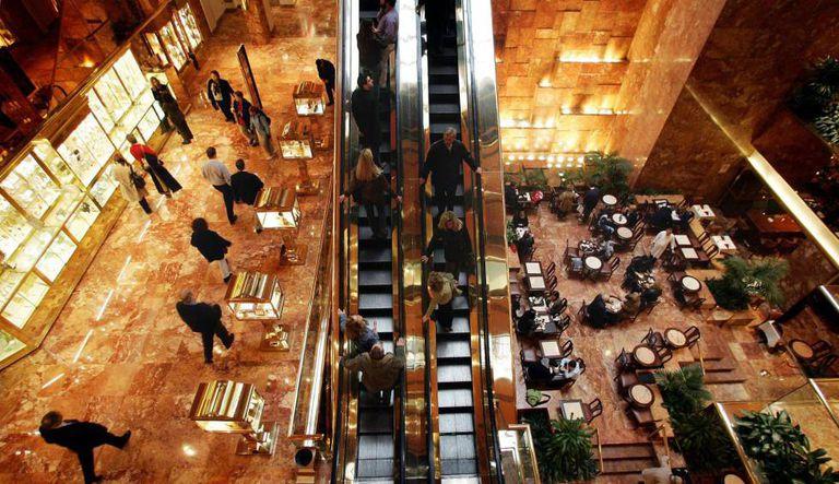 O interior da Trump Tower em Manhattan, Nova York.