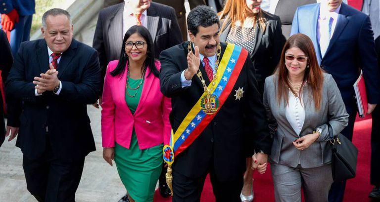 O presidente da Venezuela, Nicolás Maduro (segundo a partir da direita), em um ato com seu 'número dois' Diosdado Cabello, (à esquerda), em uma imagem de janeiro de 2018.