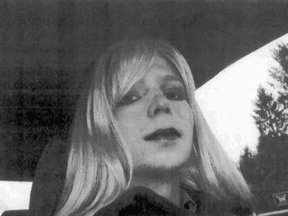 Após sete anos na prisão, a ícone transexual Chelsea Manning, ex-analista militar dos EUA, foi solta por um indulto dado pelo ex-presidente Barack Obama nos últimos dias de seu mandato