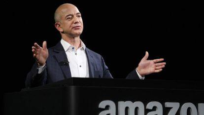 Jeff Bezos viu sua fortuna aumentar graças ao impulso dado pelo coronavírus à Amazon.