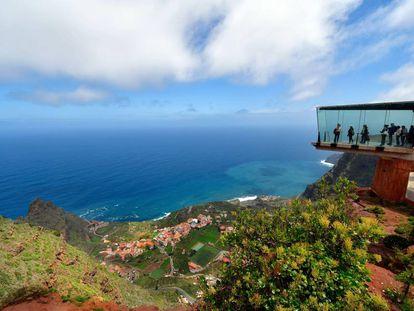 El mirador de Abrante, sobre el pueblo de Agulo, en la isla canaria de La Gomera.