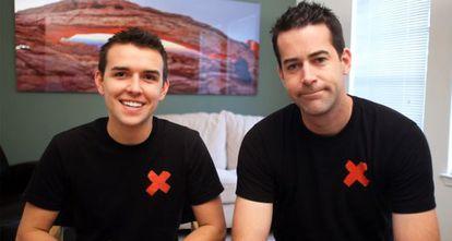 Blake Lynch (esq.) e Brett Donnelly, parceiros e ativistas do Bannedforlife.com