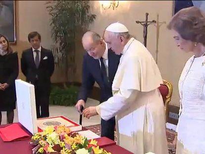 Os reis da Espanha debatem o desemprego juvenil com o Papa