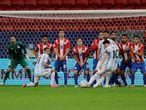 AMDEP4987. BRASILIA (BRASIL), 21/06/2021.- Lionel Messi de Argentina patea un tiro libre hoy ante Paraguay, durante un partido por el grupo A de la Copa América estadio Mané Garrincha de Brasilia (Brasil). EFE/Joedson Alves