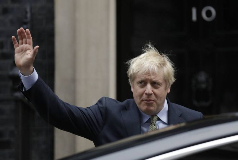 O primeiro-ministro británico, Boris Johnson, a caminho do palácio de Buckingham após vencer as eleições.