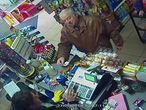 Imagem de Sergei Skripal captada em uma loja em Salisbury, no dia 27 de fevereiro