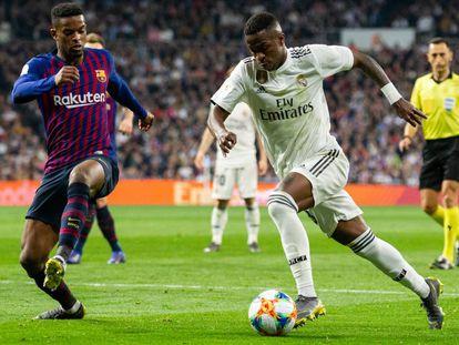 Vinicius Jr. em ação no último clássico, vencido pelo Barça.