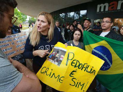 Manifestantes protestam no MAM em repúdio à apresentação do coreógrafo Wagner Schwartz no dia 30 de setembro